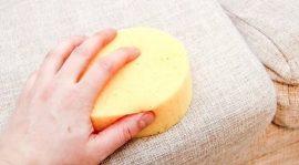 طريقة تنظيف الكنب الفاتح من البقع